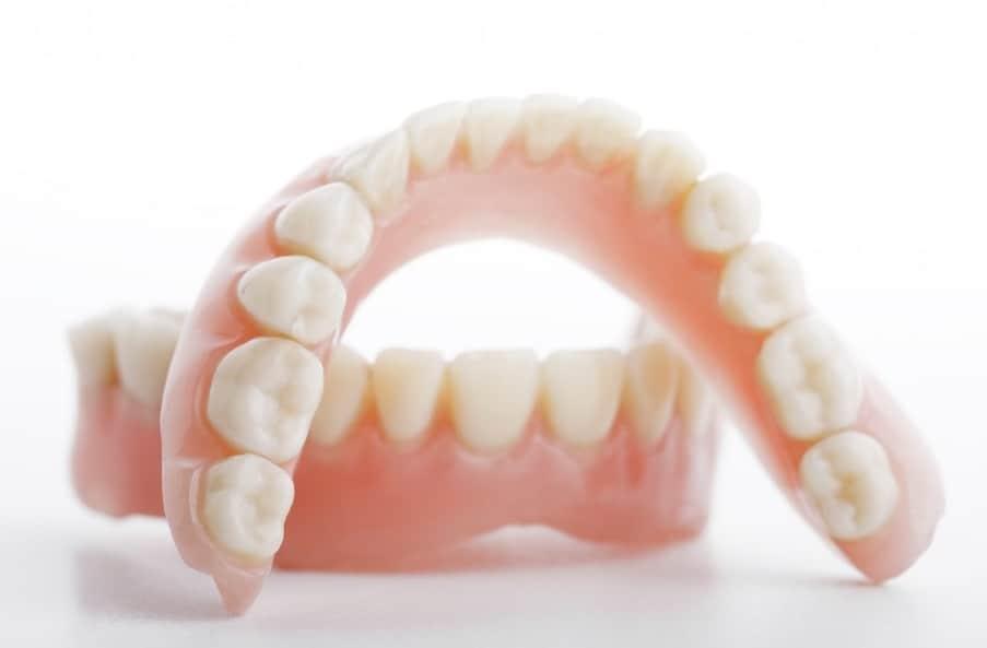 imagen de protesis dentales clinica moratalaz